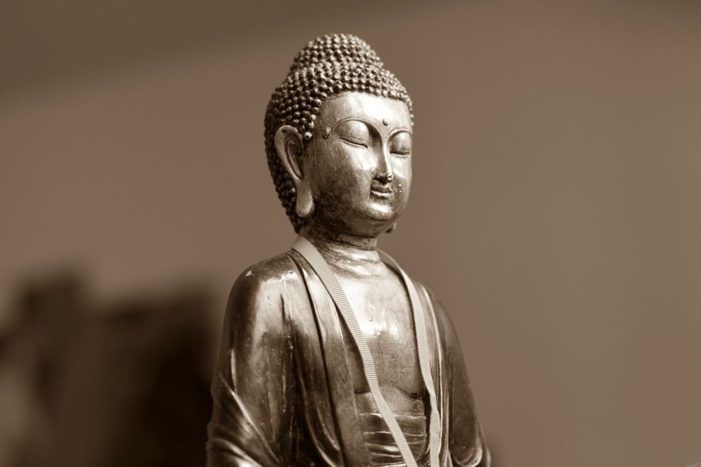 Questa immagine ha l'attributo alt vuoto; il nome del file è buddha-199462_1920-1024x683.jpg